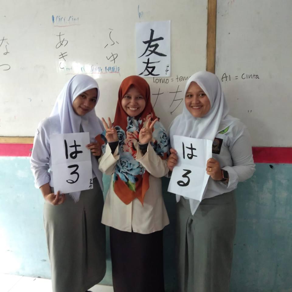Siswa SMA PABA Belajar Kaligrafi Jepang