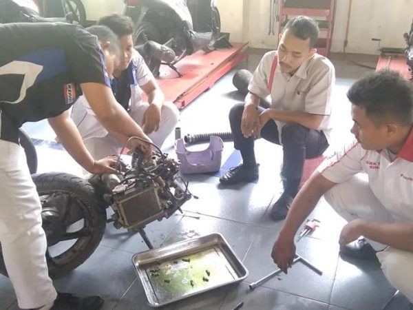 Over haul engine oleh SMK PABA Bengkel TSM Paba Binjai