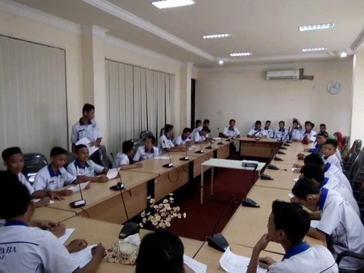 Siswa-siswi SMK PABA sedang praktek